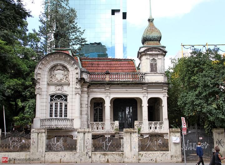 O Palacete Franco de Mello na Avenida Paulista.