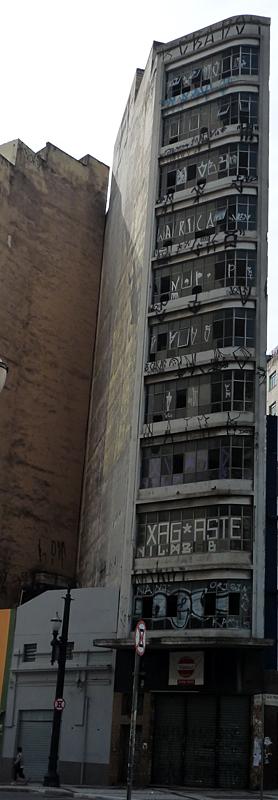 Edifício Comercial Abandonado