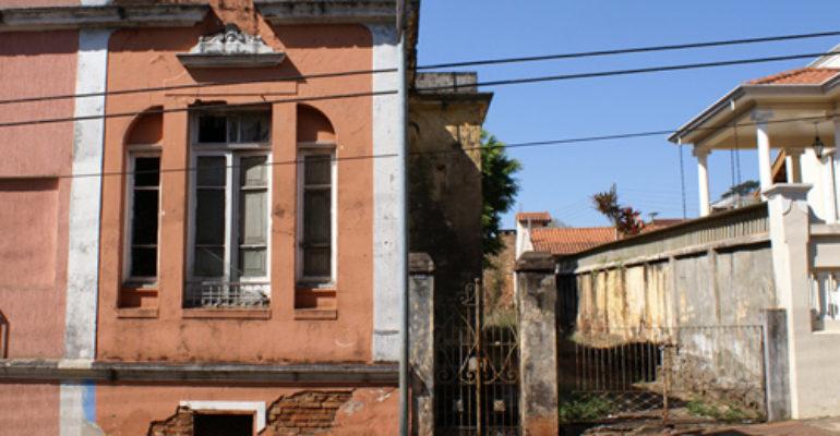 Casa – Praça Ataliba Leonel, 253