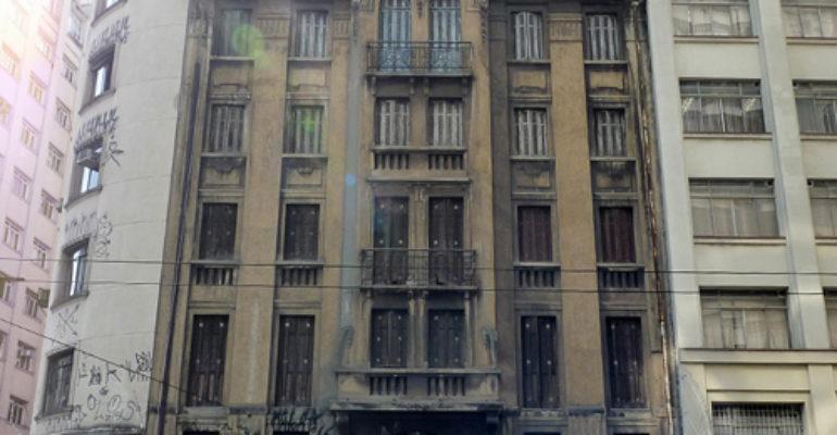 Edifício – Rua Xavier de Toledo, 150/156