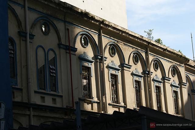 A parte do fundo é de uma arquitetura mais antiga (clique na foto para amplia).