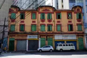 "Edifício ""cortado"" da Rua Castro Alves"