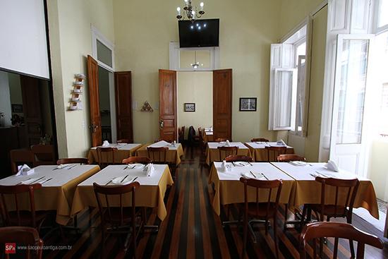 Vista parcial do interior do restaurante (clique na foto para ampliar).