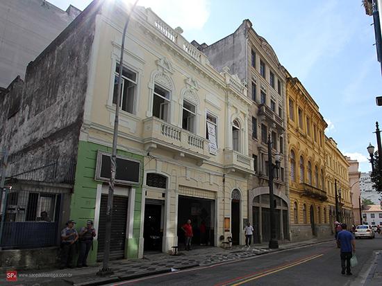 A Rua Roberto Simonsen está se revitalizando (clique na foto para ampliar).