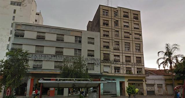 O quarteirão antes do início da demolição (crédito Google).