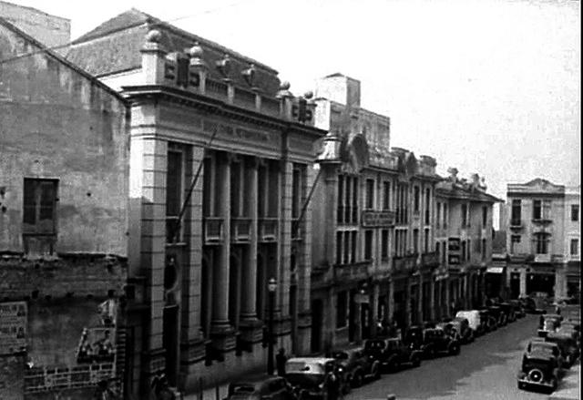 Rua de Santa Tereza, com destaque para o edifício da cúria à esquerda
