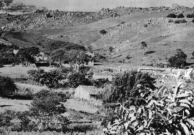 Entre Montes em 1964 / Foto: Jorge Butsuem (clique para ampliar).