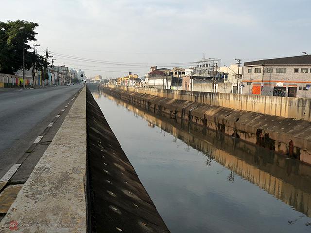 Avenida do Estado e Rio Tamanduateí, sossego só de domingo cedo (clique na foto para ampliar).