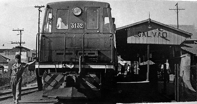 A Estação Vila Galvão entre as décadas de 40 e 50 (clique para ampliar).