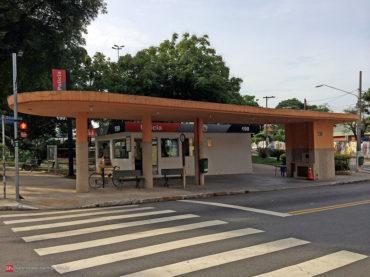 O primeiro ponto de ônibus da Vila Guilherme