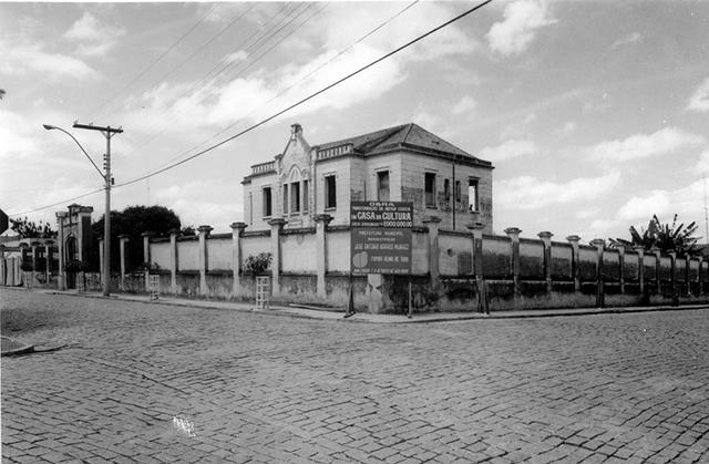 A velha cadeia em 1976 (clique na foto para ampliar).
