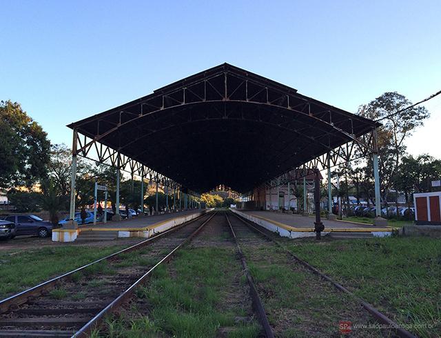 Vista da estação e plataformas de embarque (clique na foto para ampliar).
