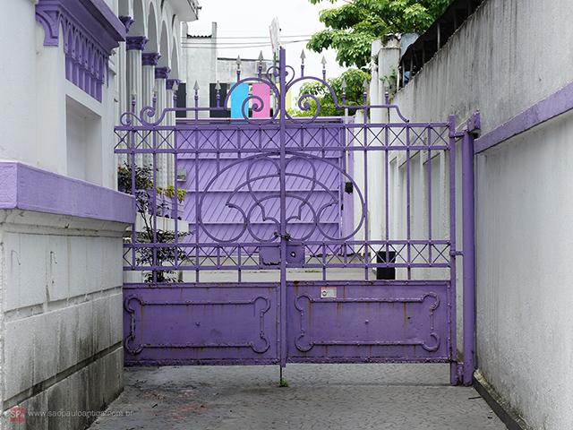 Portão original do palacete está preservado (clique na foto para ampliar).