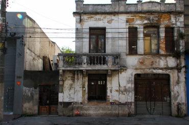 O fim da última casa da rua Casimiro de Abreu