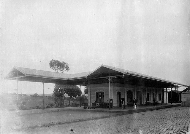 Estação de Descalvado em 1916, após sua reforma (clique na foto para ampliar).