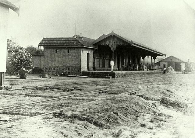 O prédio antigo da Estação de Descalvado (clique para ampliar).