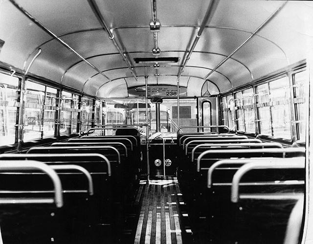Interior de um dos ônibus da E.O Guarulhos (clique para ampliar).