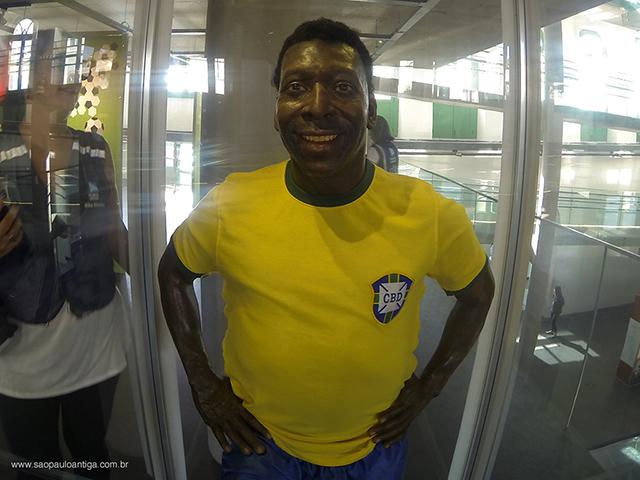 Estátua de cera do Rei Pelé (clique na foto para ampliar)