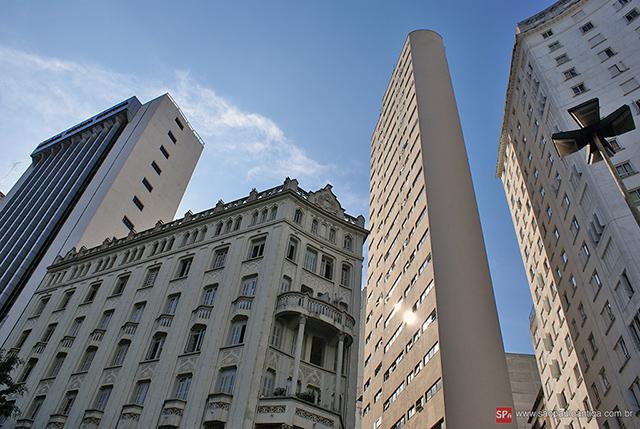 Palacete Riachuelo e edifícios vizinhos (clique na foto para ampliar).
