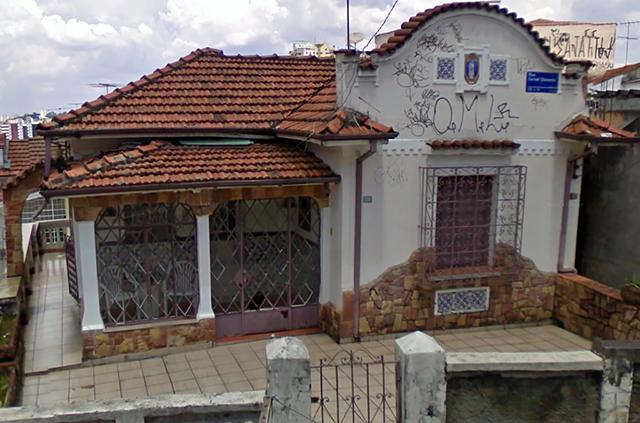A casa em 2010 (clique na foto para ampliar).