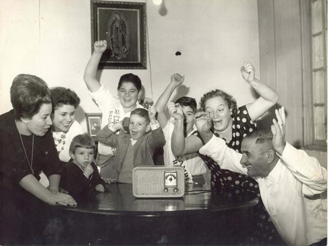 Catharina Serroni e família vibram com jogo do São Paulo (clique para ampliar)