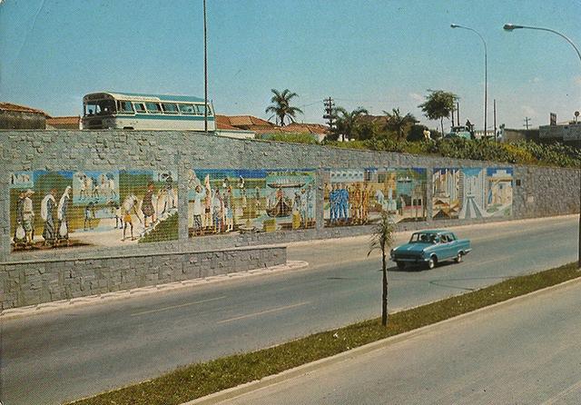 Cartão-postal da época da inauguração do mural (clique para ampliar)