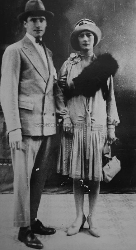 Na foto o casal Pistone e Maria Fea pouco após se casarem em 1928.