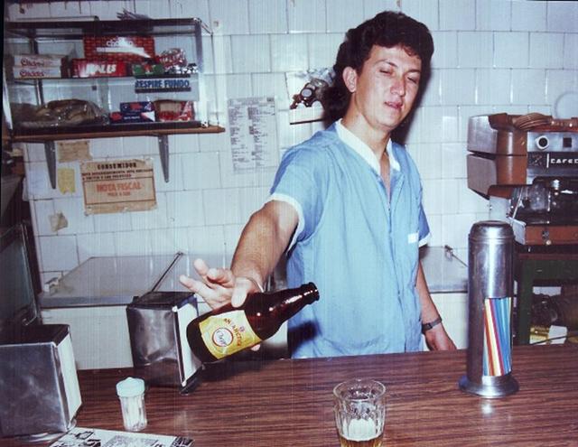 Robson como balconista em 1987