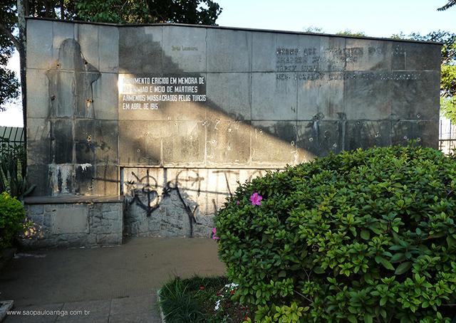 O monumento em 2009 (clique para ampliar)