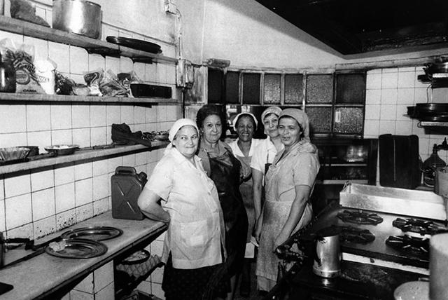 Cozinha do Paribar em meados dos anos 60 (clique para ampliar)