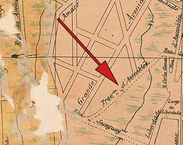 Neste mapa de 1905, a seta mostra o local dos arcos