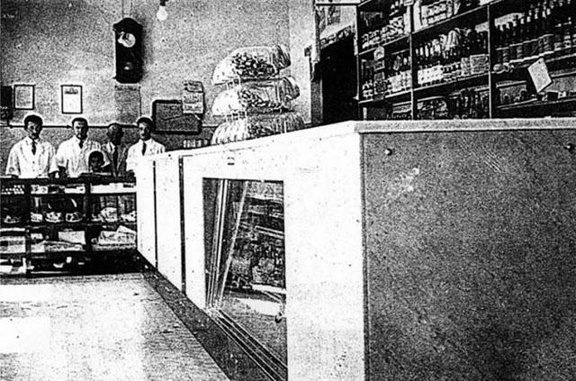 Na foto, uma venda antiga. Ao fundo, o balcão de doces de marcas como a Bela Vista.