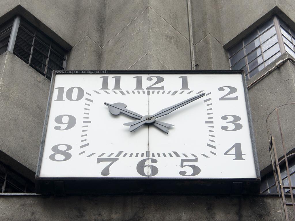 O relógio antes de ser pichado (clique na foto para ampliar) 543e05f14c
