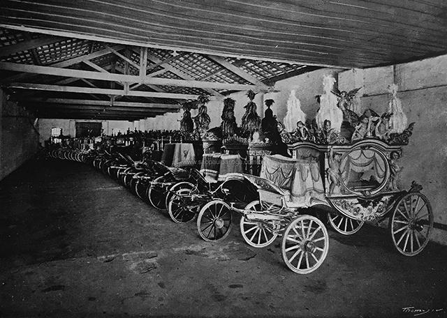 Frota de carros fúnebres da Casa Rodovalho (clique para ampliar)