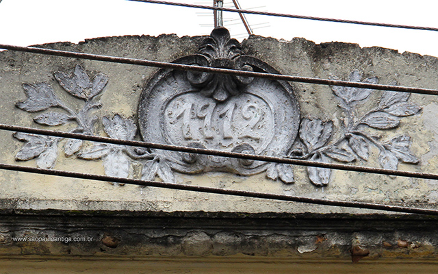 O ano da construção na fachada (clique para ampliar)