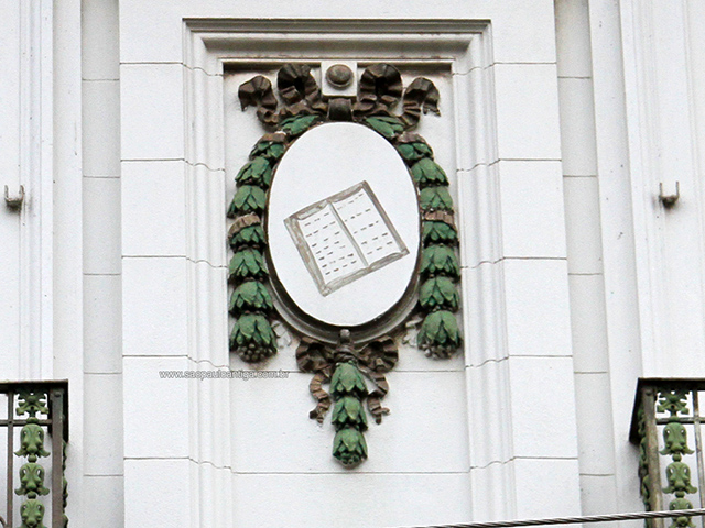 Detalhes da fachada preservados (clique na foto para ampliar)