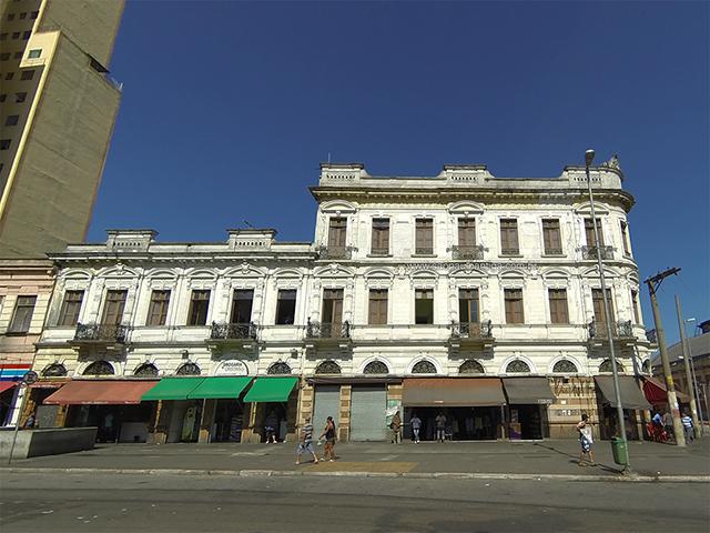 Lateral do hotel, na Avenida Cásper Líbero (clique na foto para ampliar)