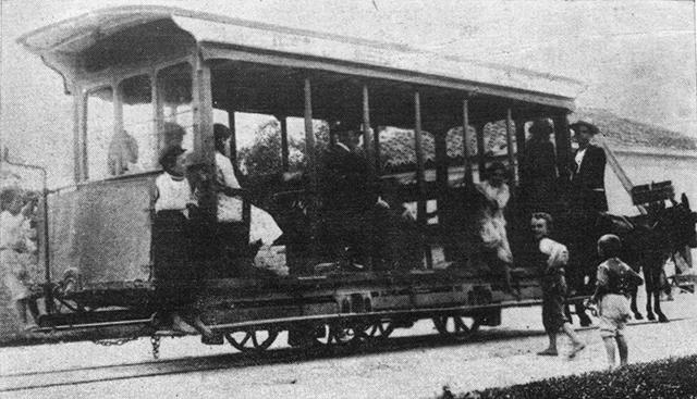 Bonde paulistano movido a tração animal em fotografia de 1902