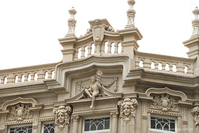 Detalhes da fachada no lado da rua José Bonifácio (clique na foto para ampliar)