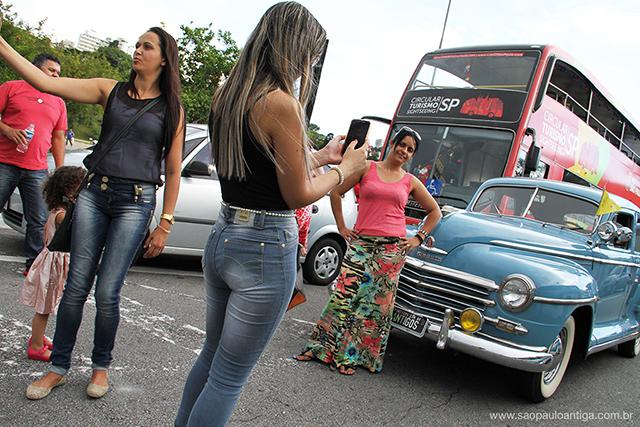 Carros e ônibus foram a atração no Pacaembu (clique para ampliar)