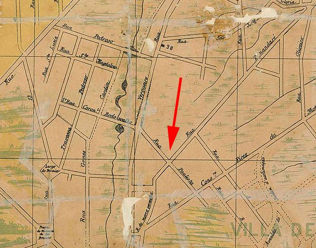 No mapa de 1895, a seta indica a localização da Rua Paulista