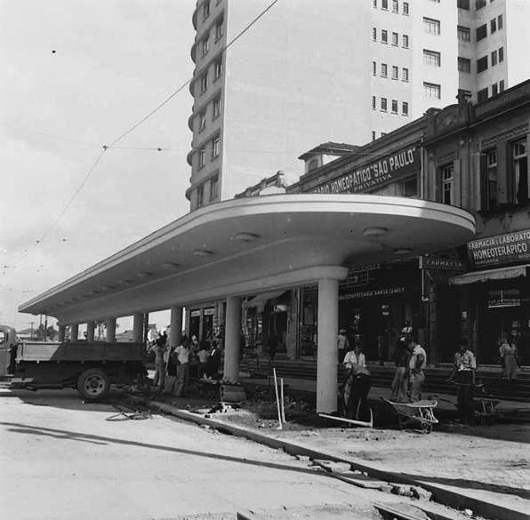 Obras da futura parada de bondes no início da década de 1940