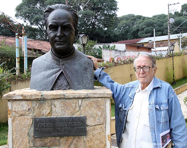 Dr Milton em nossa visita ao monumento de Padre Eustáquio, em Poá