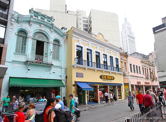 O casario do Largo de São Bento e, ao fundo, o Edifício Altino Arantes (clique para ampliar)