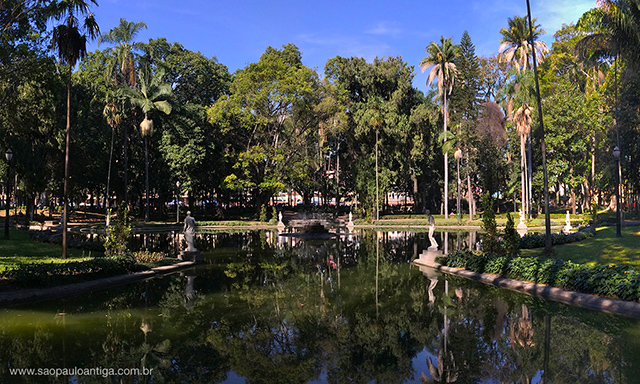 Na foto, as oito estátuas que margeavam o lago (clique para ampliar)
