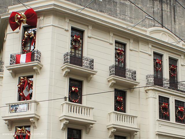 Na foto os andares superiores, onde funciona o restaurante (clique para ampliar)