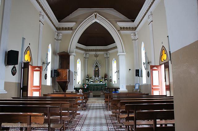 Interior do Santuário Santa Cabeça (clique para ampliar)