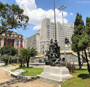 Acompanhamos as obras de recuperação dos monumentos do Anhangabaú