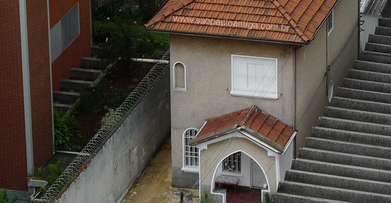 A casa ˝escondida˝ da rua Capitão Macedo