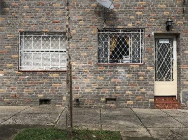 Casa antiga renovada com bom gosto